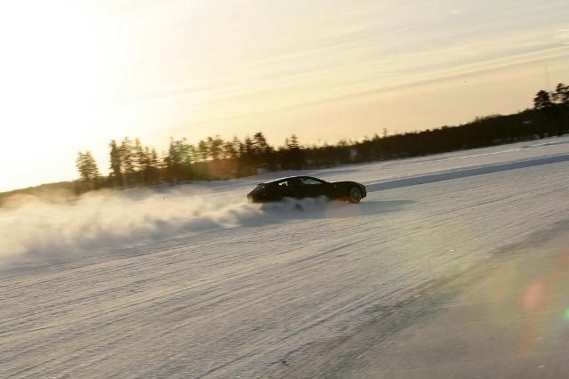 Ferrari FF, la joacă în zăpadă!