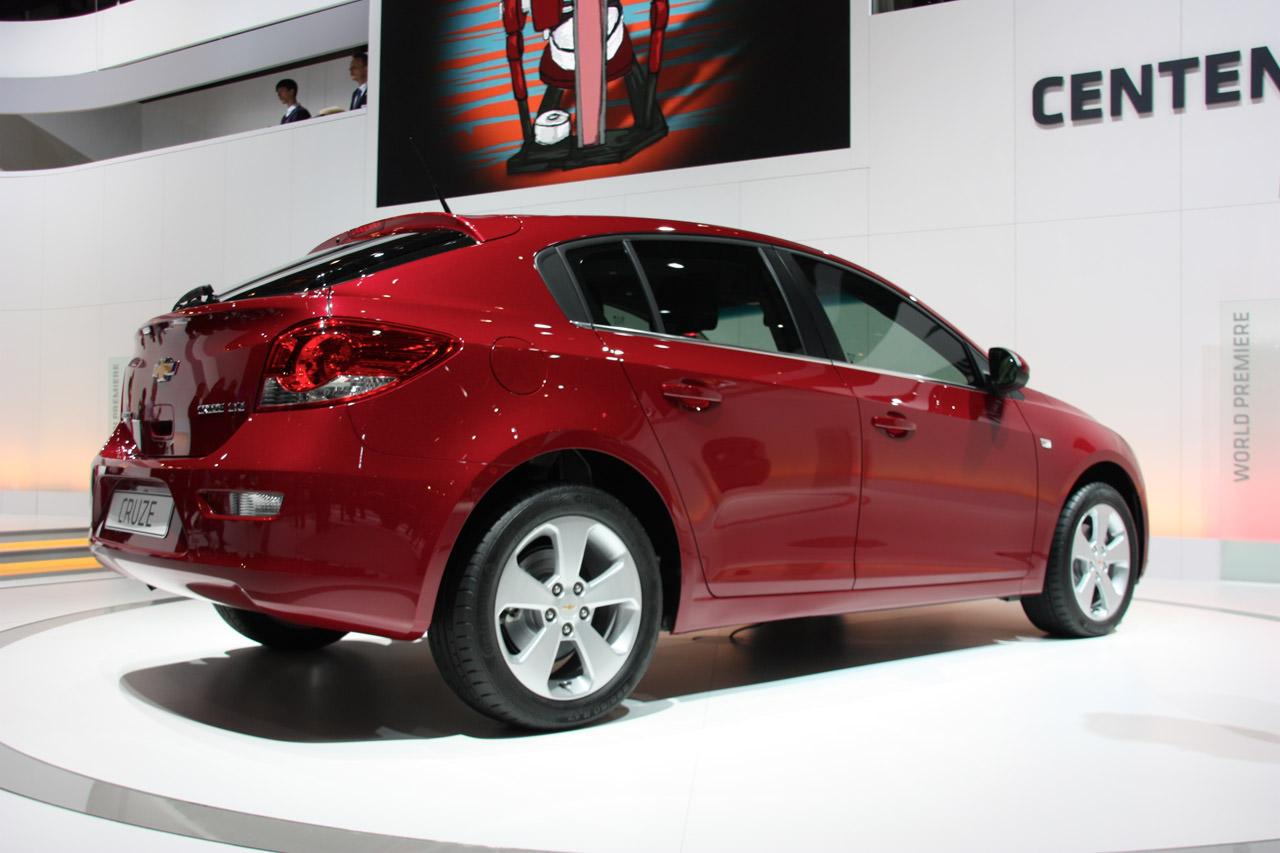 Geneva 2011.  Dinamism şi calitate Cruze hatchback – premieră mondială