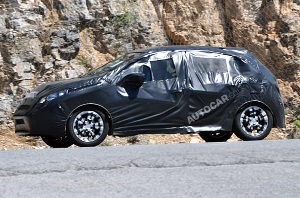 Primele imagini spion ale viitorului Peugeot 208!