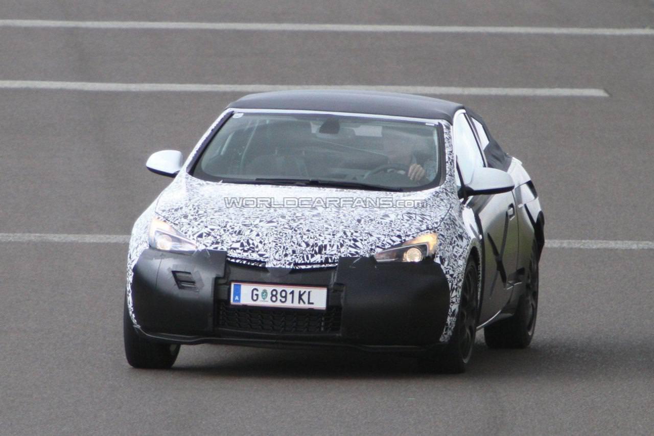 Spionaj. Opel Astra Cabrio – decapotat!