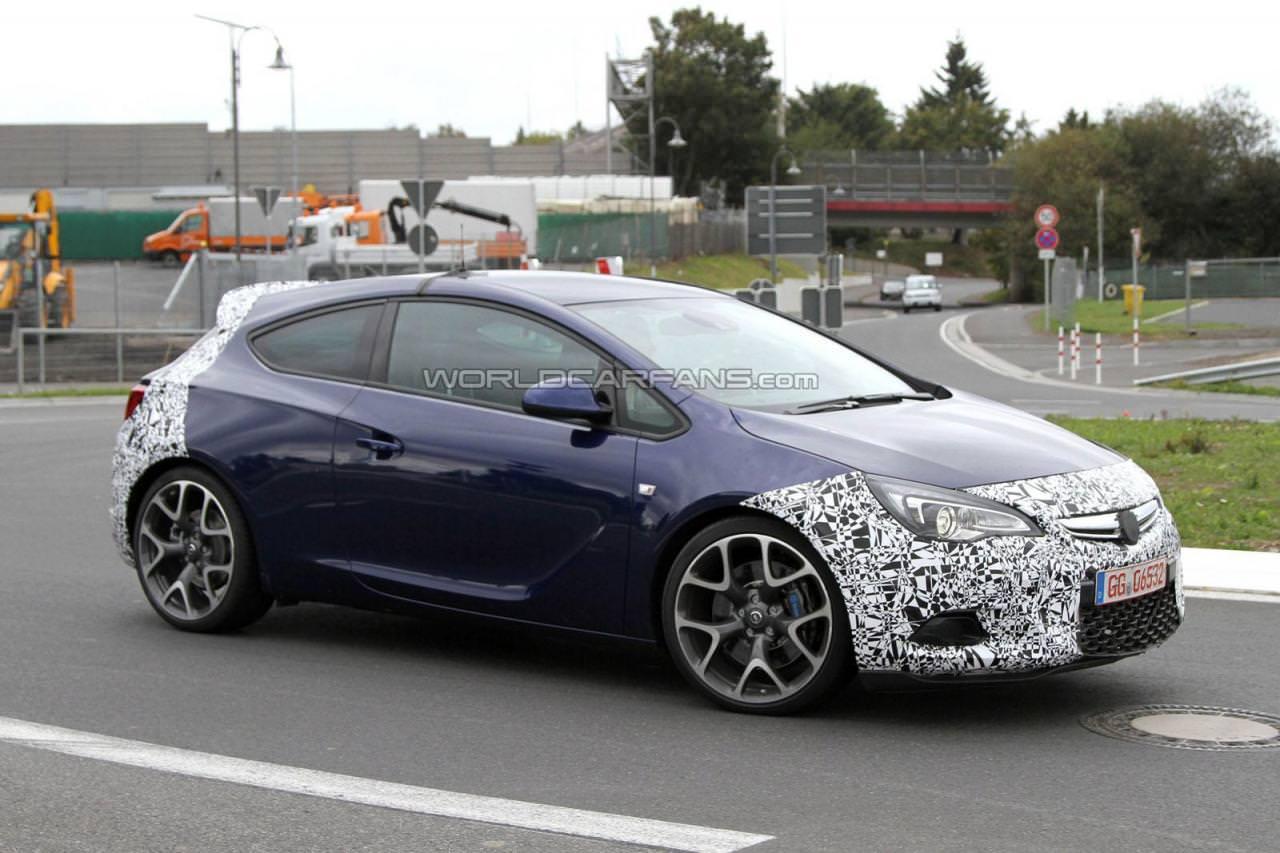 Spionaj. Opel Astra OPC în ţinută sumară!