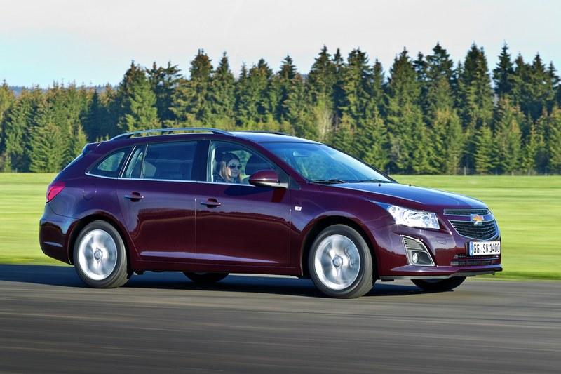 Chevrolet Cruze station wagon: dinamica, incredere, fermitate