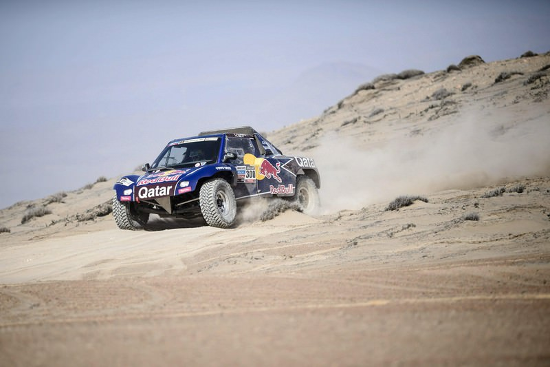 Raliul Dakar: parcurs excelent pentru Carlos Sainz si Qatar Red Bull Rally Team