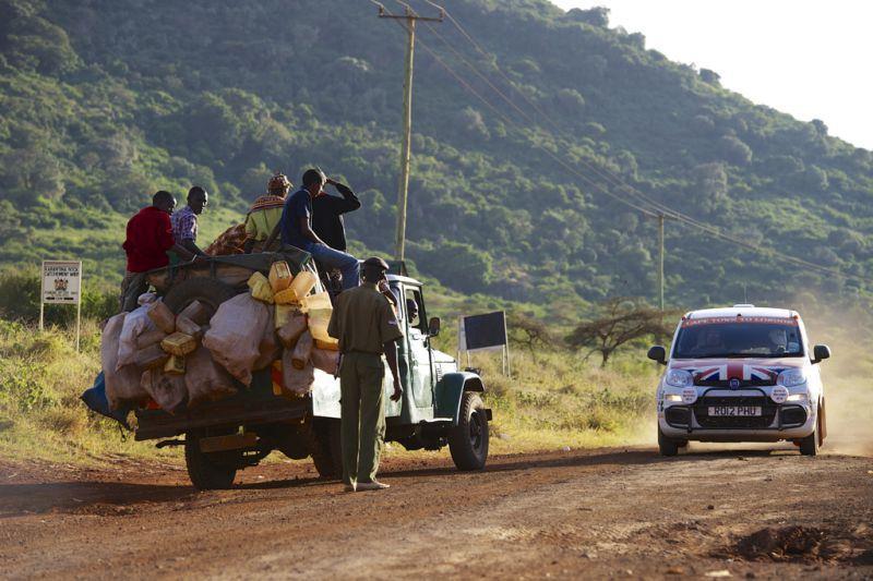 Recordul mondial pentru condusul fără oprire pe distanţa Cape Town-Londra a fost doborât