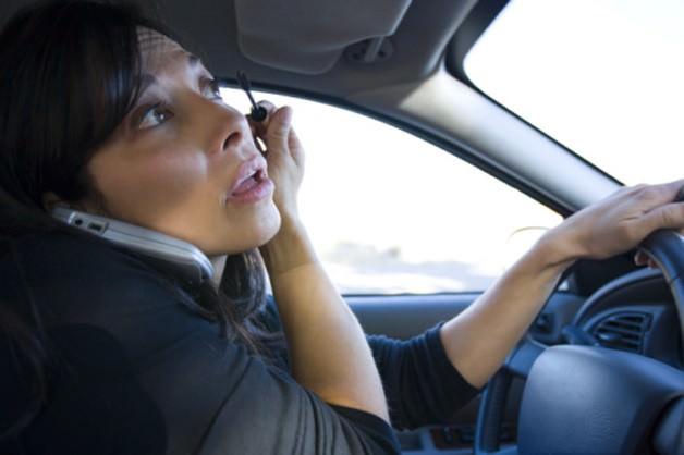 Vorbitul la telefon nu este principalul motiv al accidentelor datorate neatentiei la volan!