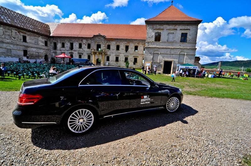 Mercedes-Benz conduce cu eleganţă celebrităţile către TIFF