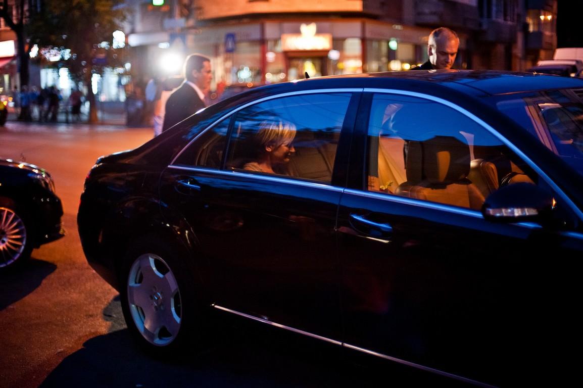 Patricia kaas i staff ul s u deplas ri confortabile la for Mercedes benz of chandler staff