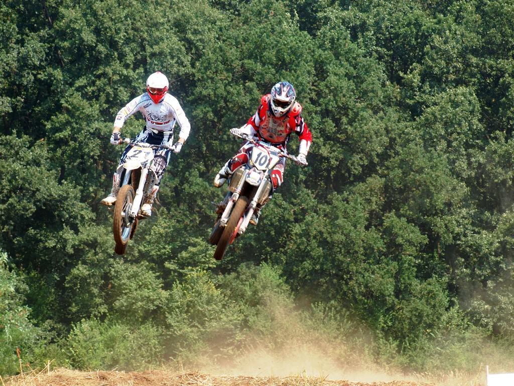 Alertă MX: cei mai buni piloţi de motocross vin să îşi măsoare puterile lângă Bucureşti!