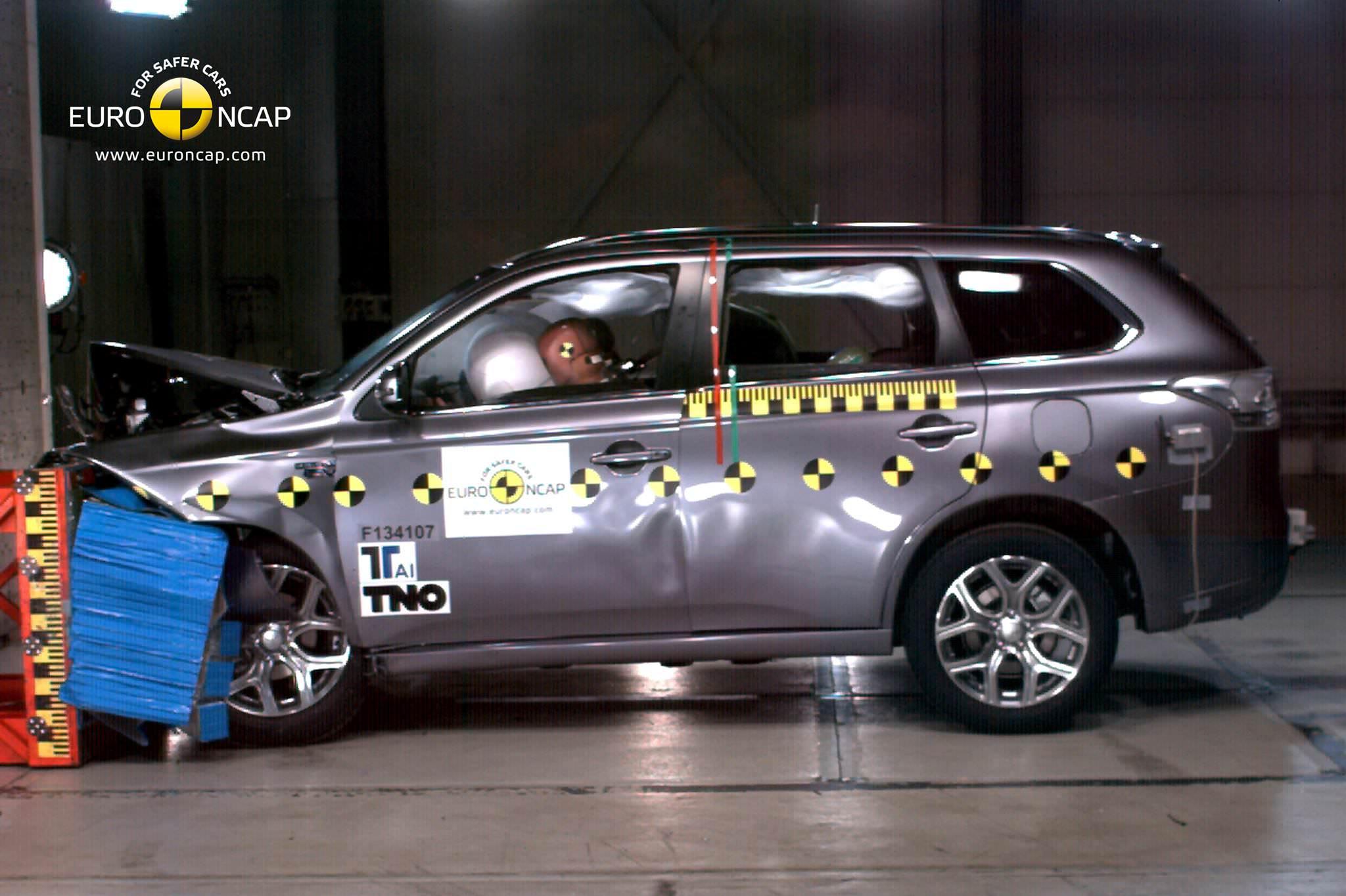 Mitsubishi Outlander PHEV, 5 stele la testul de impact Euro NCAP 2013