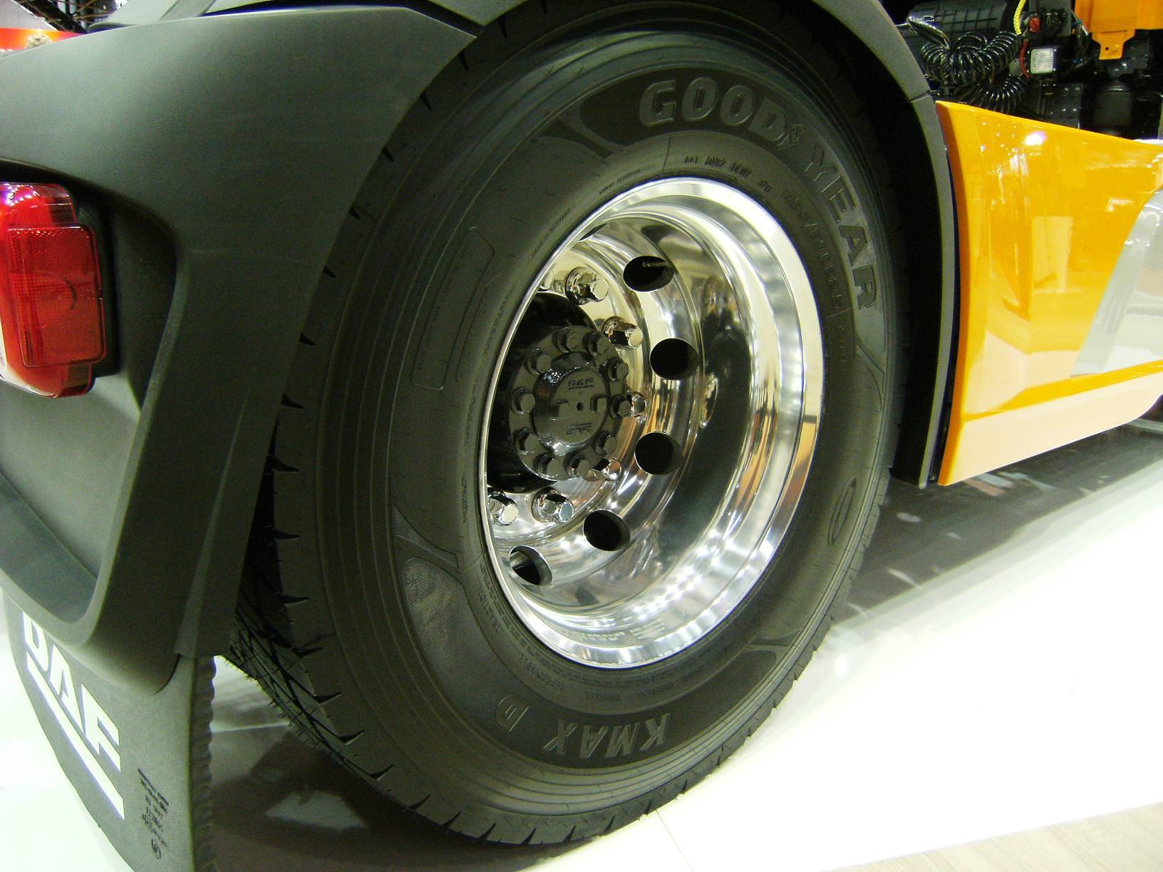 DAF, primul producator ce vine echipat cu noile anvelope KMAX si FuelMAX de la Goodyear