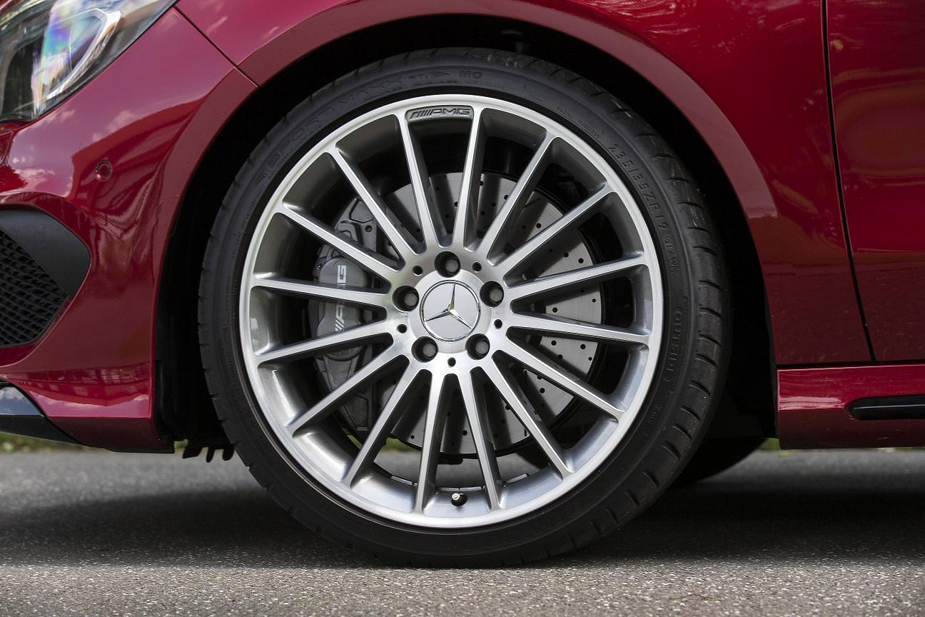 Noul Mercedes CLA45 AMG vine echipat cu anvelope DUNLOP