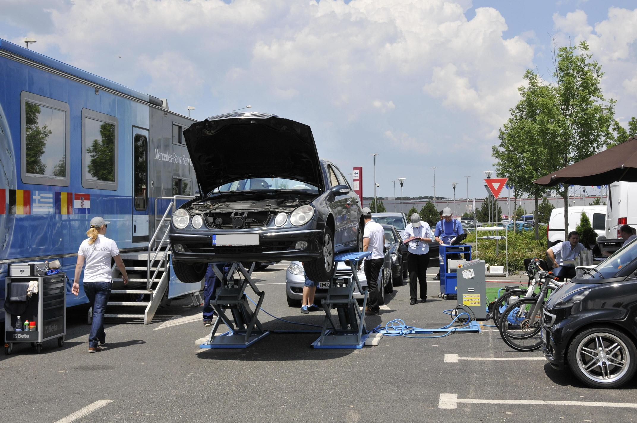 Caravana mobil service truck for Mercedes benz westmont service