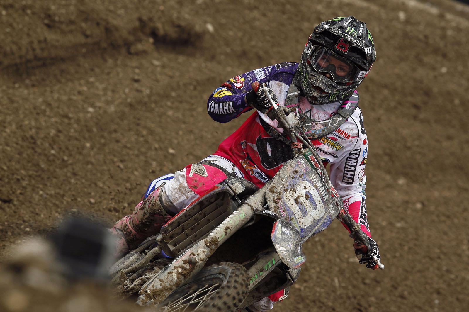 Dunlop tinteste cel de-al treilea podium consecutiv in Grand Prix-ul francez de MX