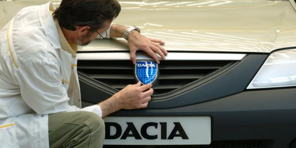 2 iunie 2004, Dacia lansa modelul Logan berlină