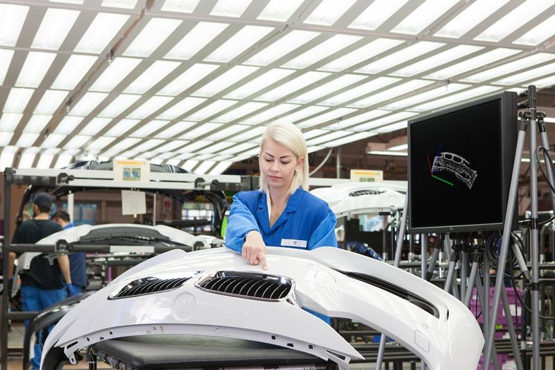 BMW Group, procese de producţie inovatoare: test de calitate prin gesturi virtuale
