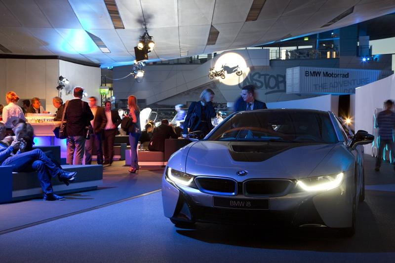 Premieră mondială absolută: primele livrări BMW i8
