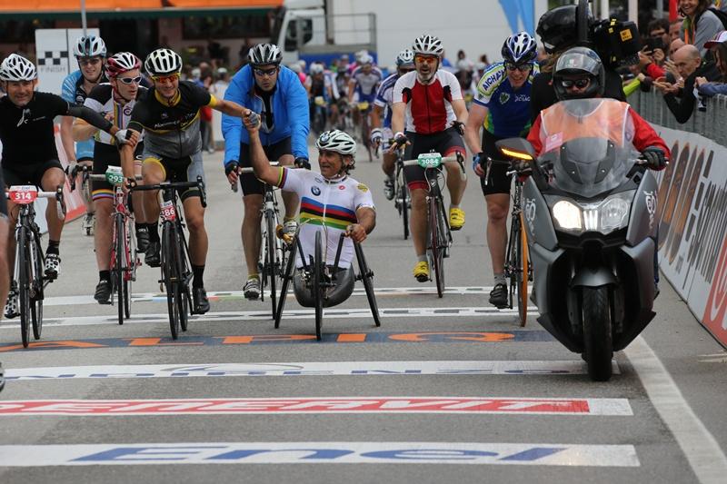 Alessandro Zanardi a încheiat Maratonul Dolomiţilor pe handbike
