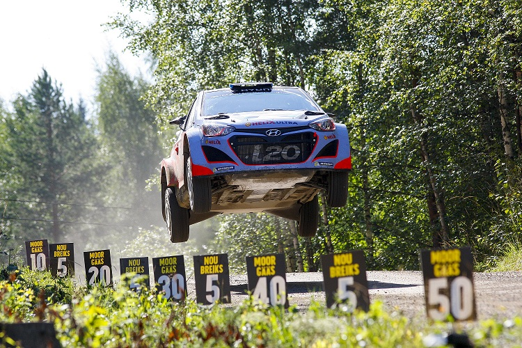 Hyundai Shell World Rally a terminat ziua de vineri din Raliul Finlandei cu doua masini