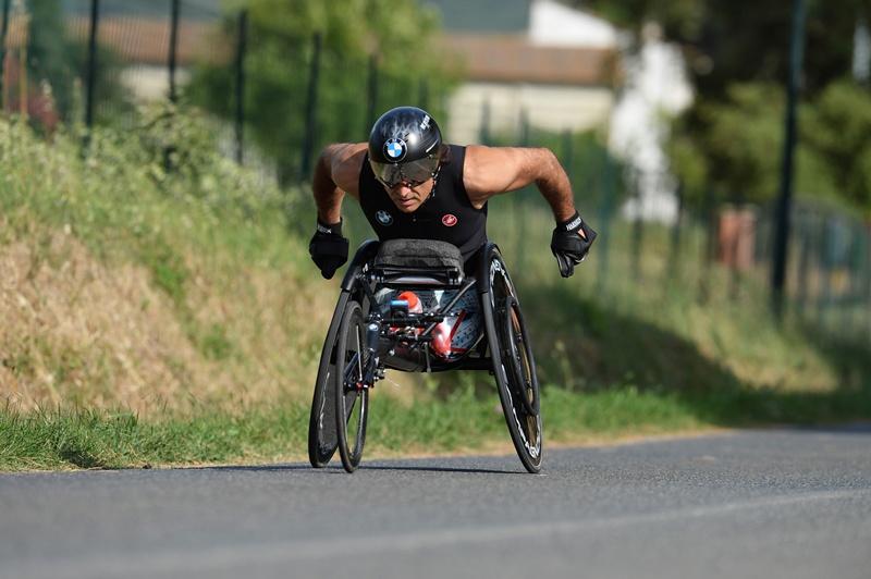 Pilotul oficial BMW Alessandro Zanardi acceptă provocarea triatlonului din Hawaii