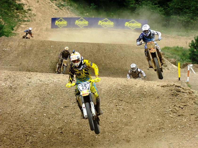 Sambata la Zarnesti se celebreaza din nou motocrosul, cu etapa IV a Motocross CUP