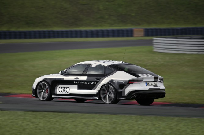 Audi RS 7 piloted driving concept pe circuit