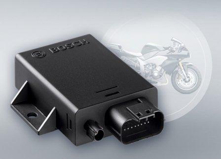 Premieră: funcţiile eCall şi bCall pentru motociclete şi motociclişti