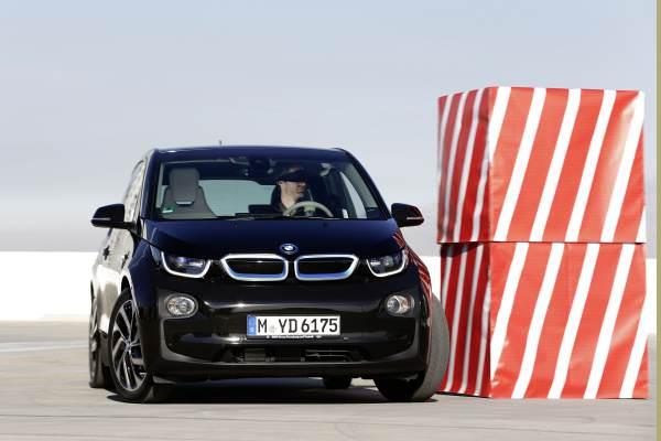 CES 2015, gamă largă de inovaţii prezentate de BMW