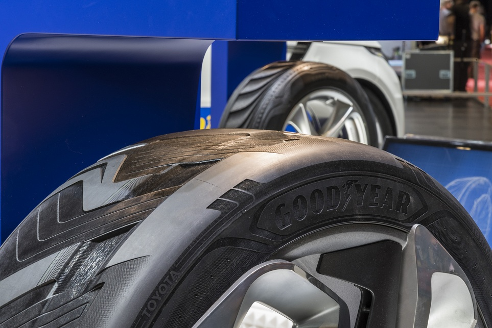 Geneva 2015: concept Goodyear, anvelopa care genereaza electricitate