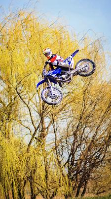 Cate o motocicleta Yamaha 2015 pentru Ionut Corbea si Andrei Poponut
