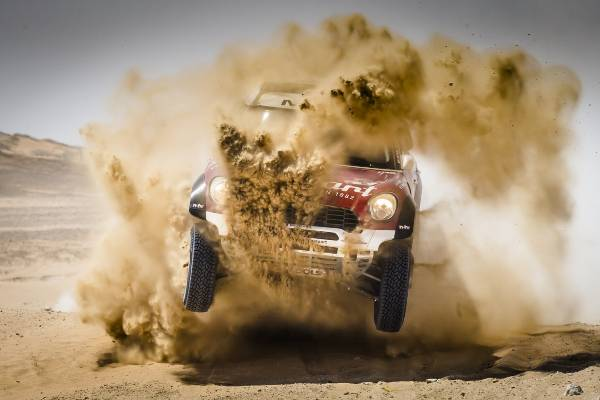 MINI ALL4 Racing, victorie impresionantă la Abu Dhabi Desert Challenge 2015