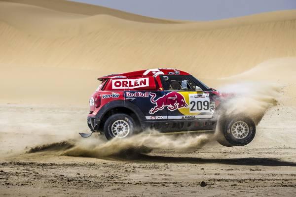 MINI ALL4 Racing şi Nasser Al-Attiyah (Qatar) au câştigat Sealine Cross-Country Rally Qatar 2015