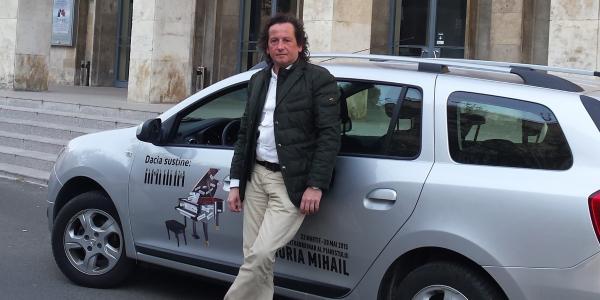 Dacia susține Turneul Pianul călător