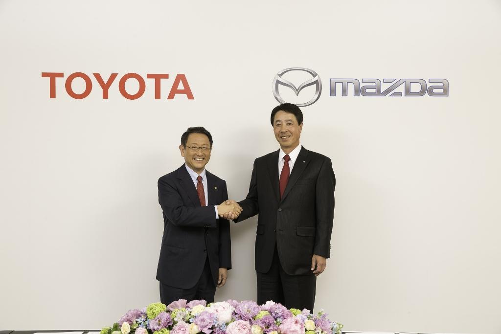 Toyota și Mazda vor face schimb de tehnologii