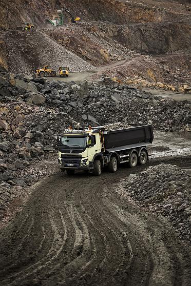 Volvo Trucks – primul producător care oferă tracţiune integrală automată