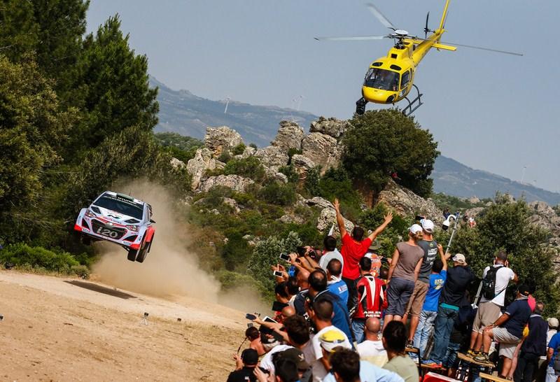 Echipa Hyundai Motorsport se lupta pentru podium in Raliul Sardiniei