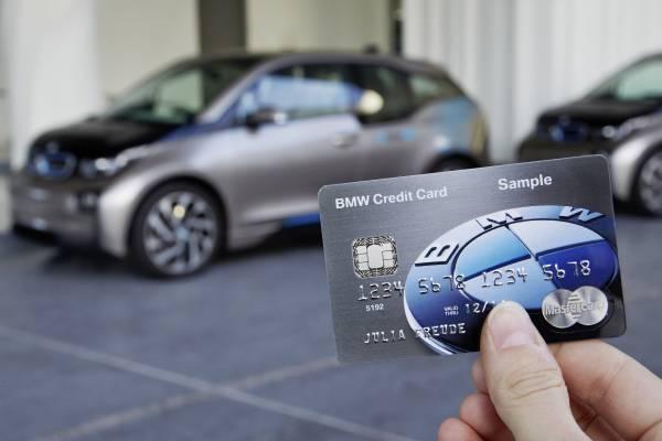Primul card de credit care poate funcţiona ca o cheie de maşină