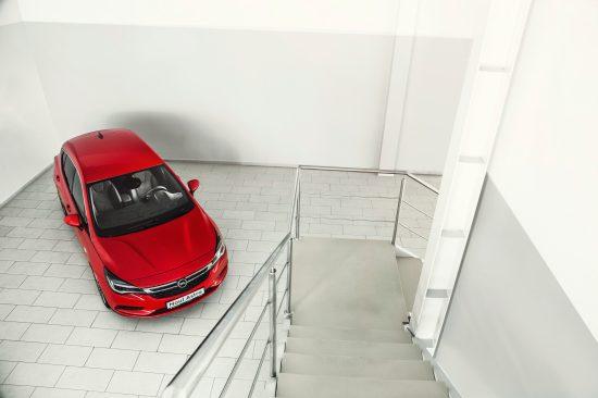 Opel la cea de-a 66-a ediţie a Salonului Auto Internaţional de la Frankfurt