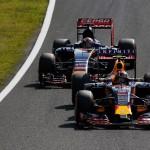 Red Bull face rocada între Kvyat și Verstappen