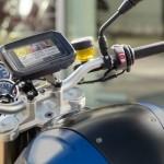 Suportul pentru smartphone disponibil pentru motocicletele si maxi scuterele BMW