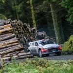 Raliul Marii Britanii: echipajele Hyundai Motorsport se afla in lupta stransa pentru podium