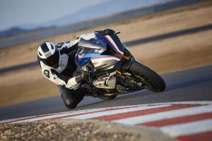 P90254378_highRes_bmw-hp4-race-04-2017