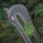 Cele mai ridicate riscuri care pot apărea pe șosele în timpul verii sunt cauzate de comportamentul șoferilor, de viteza excesivă și de utilizarea telefonului în timpul condusului